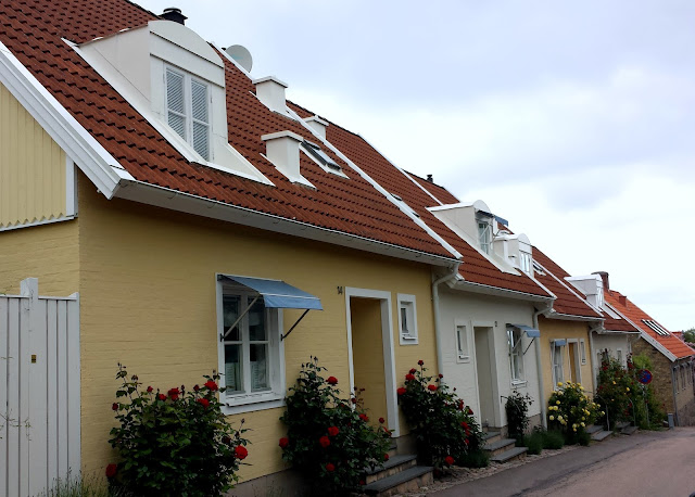 Båstad village and Swedish cottages  |  Postcard from Båstad in Skåne on afeathery*nest  |  http://afeatherynest.com