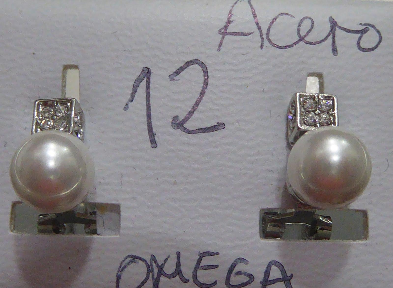 Pendientes de acero con circonitas y cierre omega