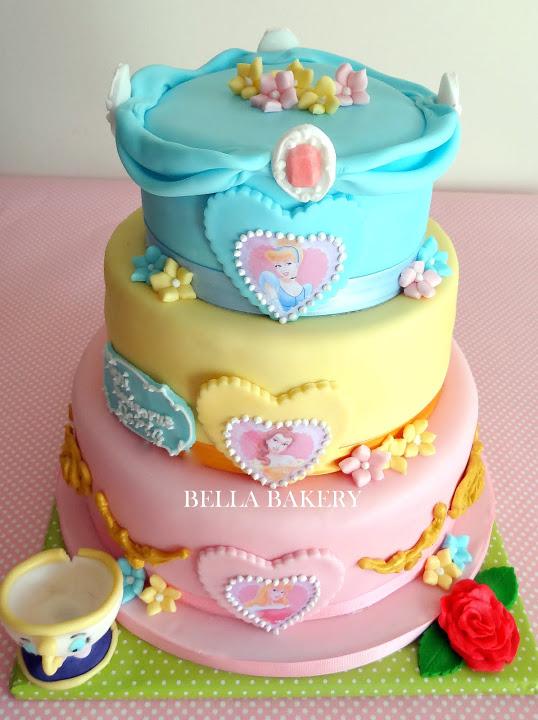 -: DISNEY PRINCESS CAKE