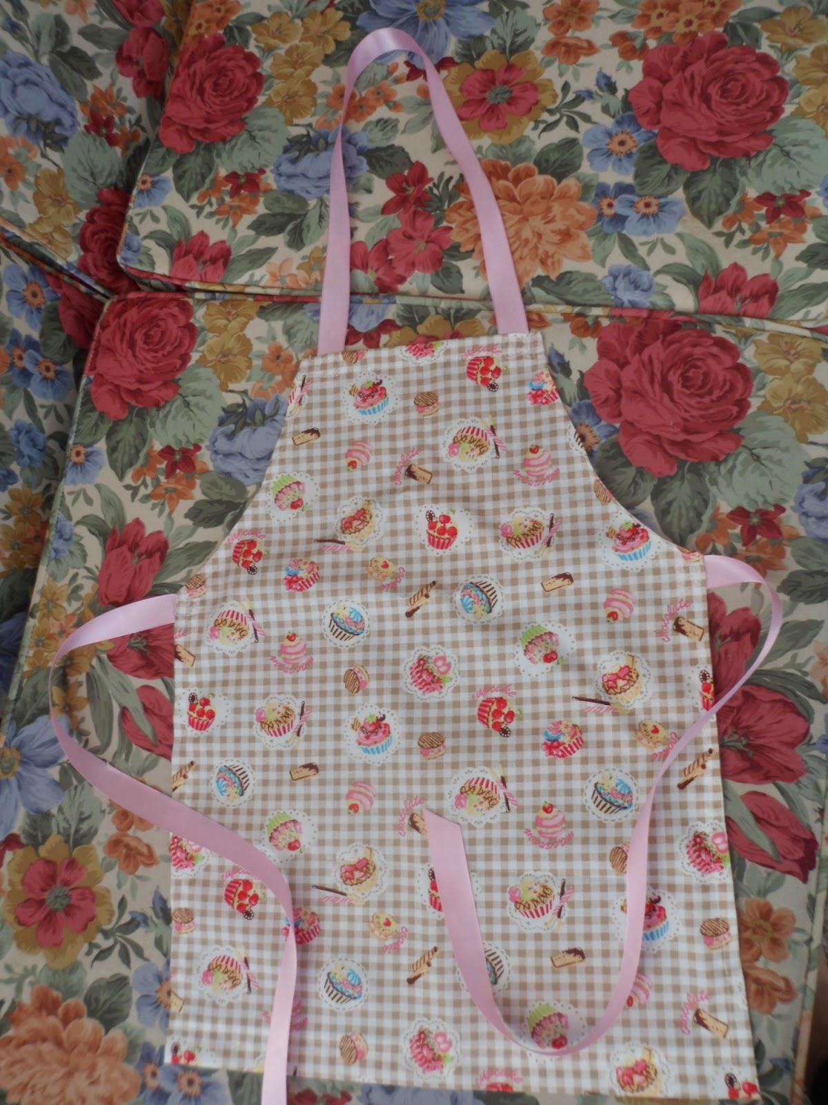http://1.bp.blogspot.com/-Vm3DTDbfb4I/U75NduDdoFI/AAAAAAAAIQA/p2gLyOrvIzA/s1600/First+sewing+machine+apron+6.7.14.JPG