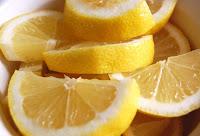 Elementos habituales llenos de bacterias - Rodaja de limon