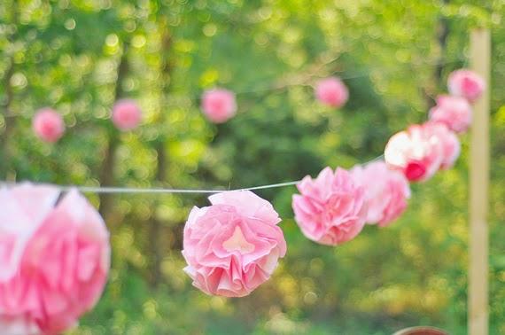 Guirnaldas de flores con filtros de café en Recicla Inventa