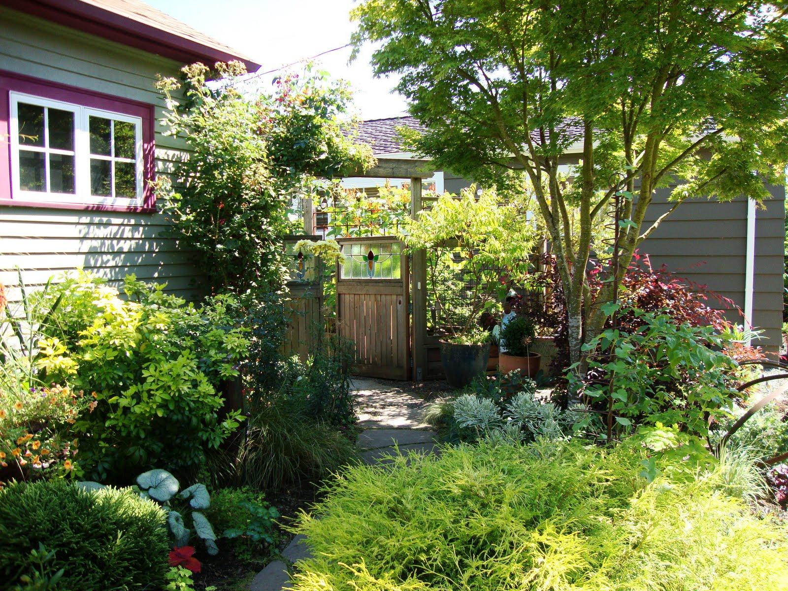 danger garden: Visiting Bloomtown…