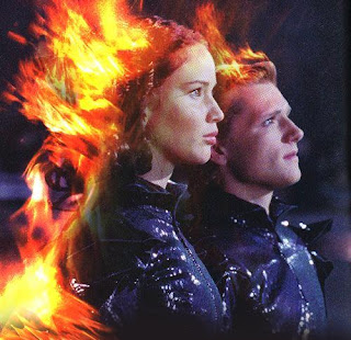 Katniss y Peeta envueltos en llamas. LA TAQUILLA. Revista Making Of