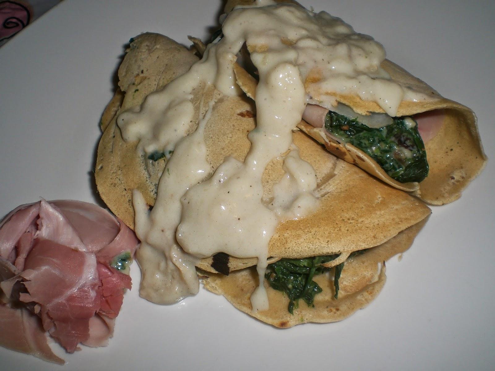 crespelle d'avena agli spinaci e prosciutto cotto su besciamella al parmigiano