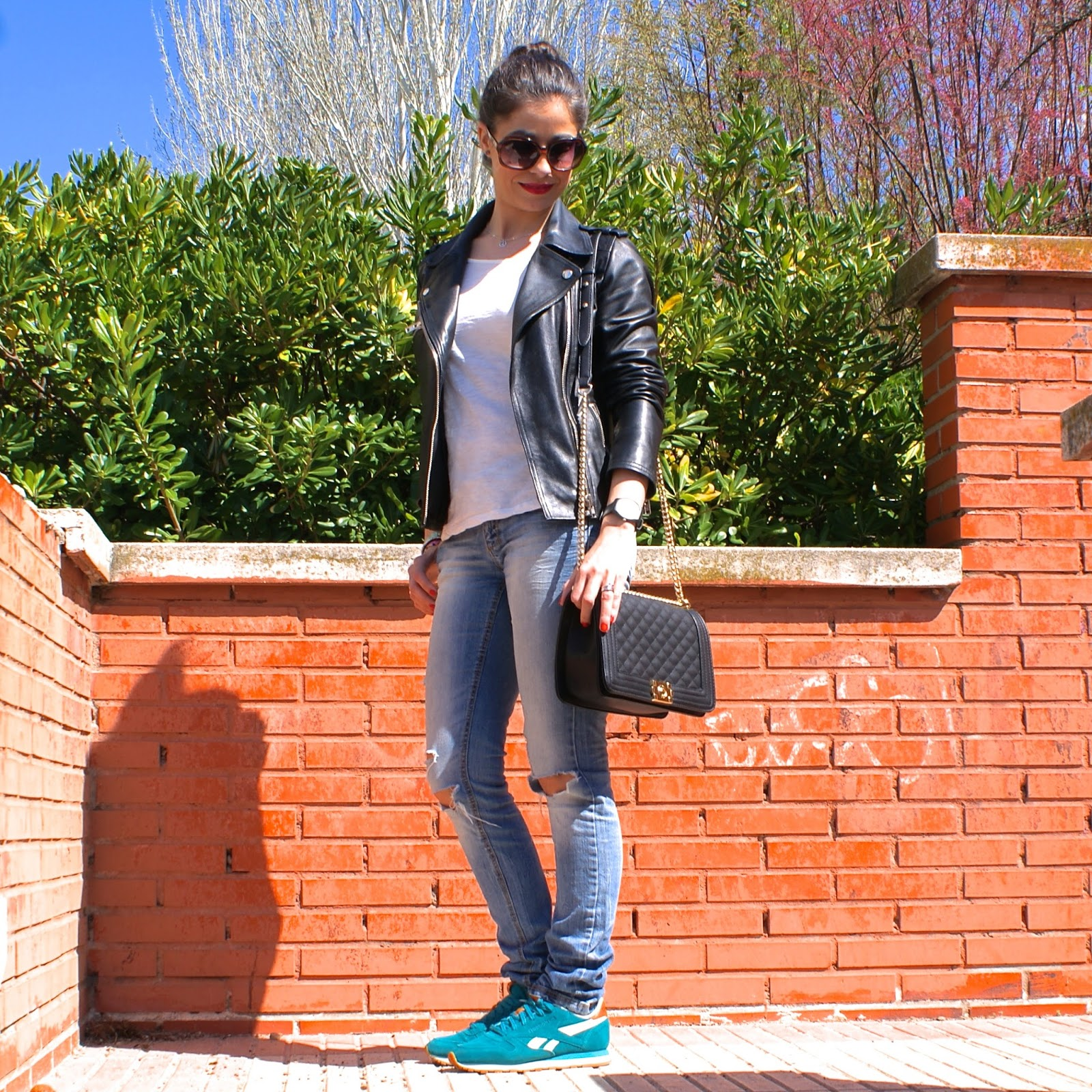 lacaprichossa, sport look, ripped jeans & reebok classics