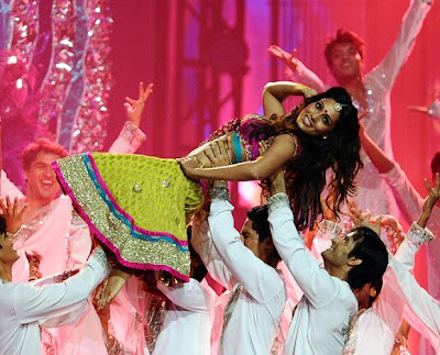 mallika sehrawat dance on shalu ka thumka in iifa 2011