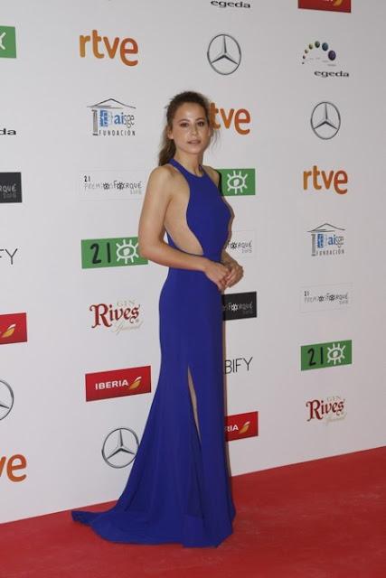 Irene Escolar vestida de Stella McCartney en los Premios Forqué, enero 2016 vista lateral