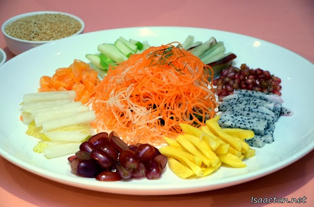 Tai Thong's 2014 unique Eight Jewels Fruit Yee Sang