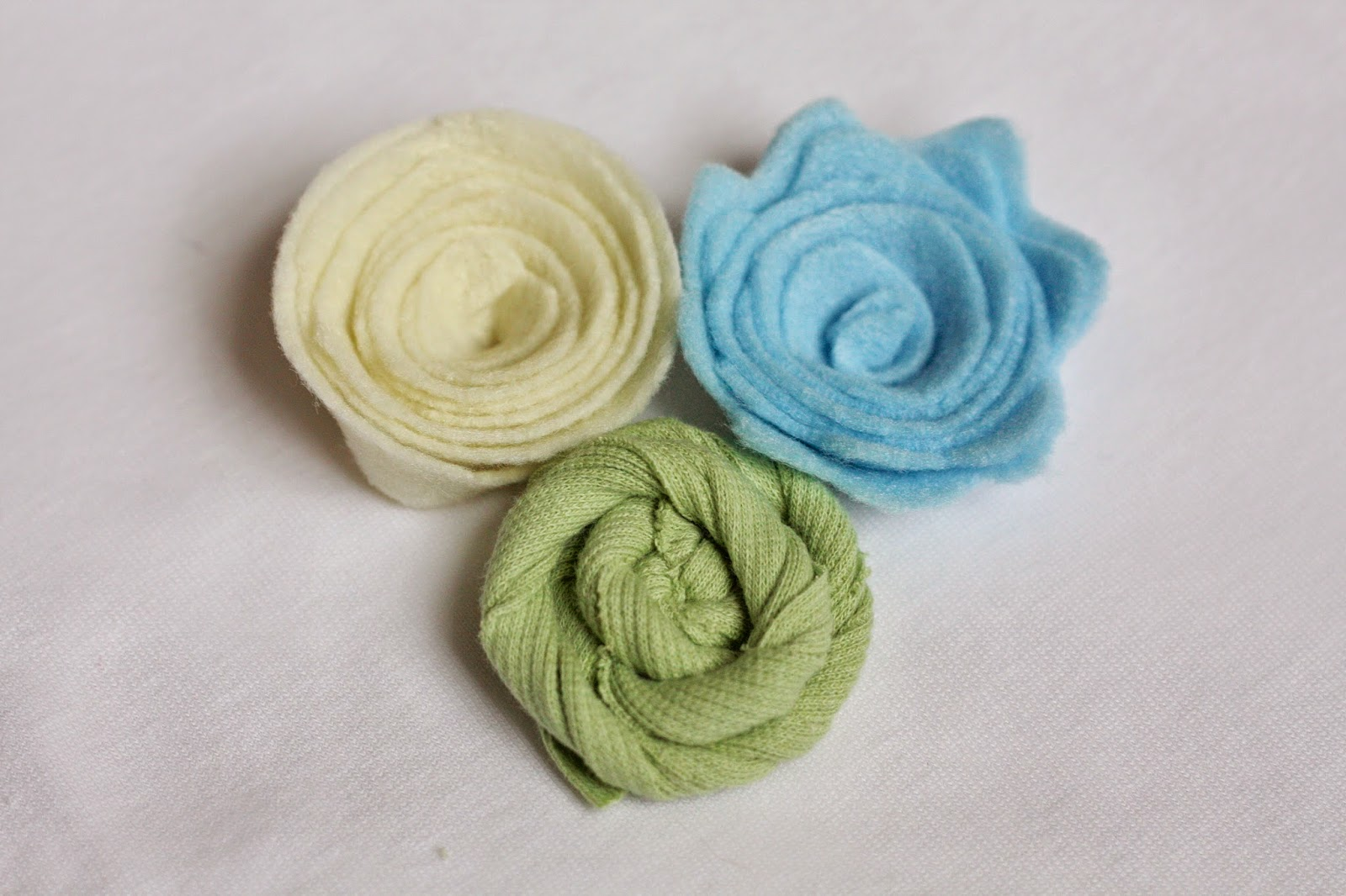 Magnolia mamas diy felt fabric flowers tutorial the first flowers i made were using felt and i made two different styles baditri Gallery