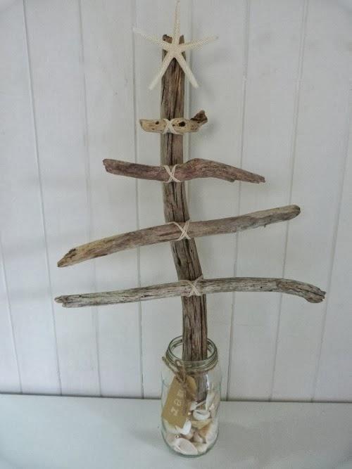 елка из подручных деревяшек