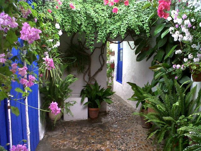 Pequeos jardines con encanto affordable hamacas atico for Jardines con encanto fotos