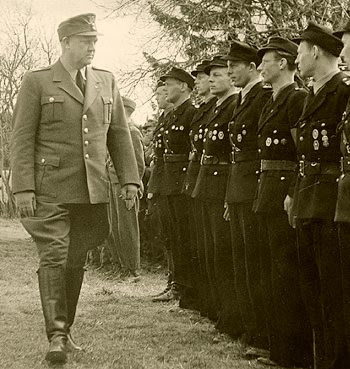 Vidkun Quisling reviewing Hirden