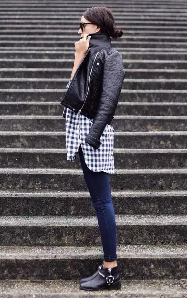 camisa feminina xadrez com calça jeans e jaqueta de couro, roupas da moda