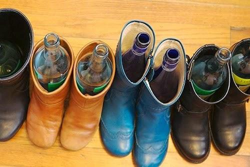 Botellas dentro de botas