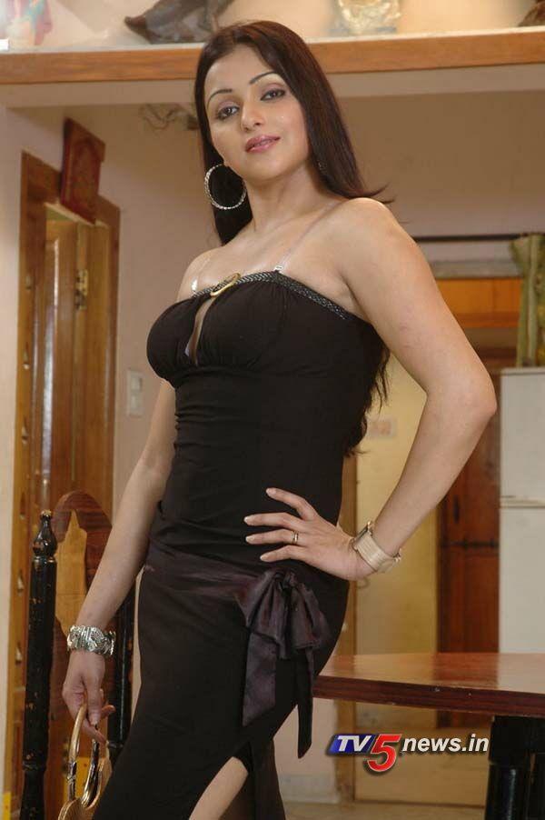 Sonali Joshi Hot Pics In Sari