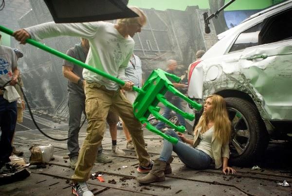 """Michael Bay y Nicola Peltz en el rodaje de """"Tranformers 4: Age of Extintion"""