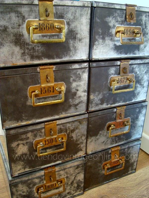 Cajas de metal antiguas de hierro galvanizado