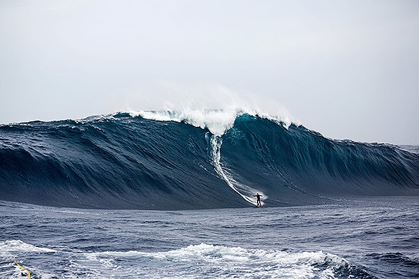 tyler_hollmer_cross_big_wave_award_pedra_banca_600