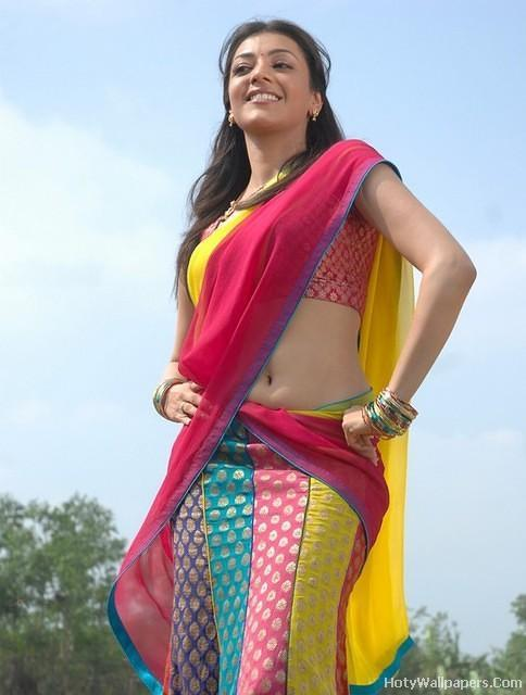 Kajal_Agrawal_beautiful_pose_in_saree