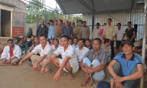 Gia Lai: Chạy xe thuê nuôi 74 người điên trong nhà