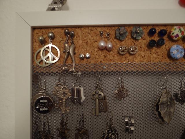 Ribba jewelry display frame