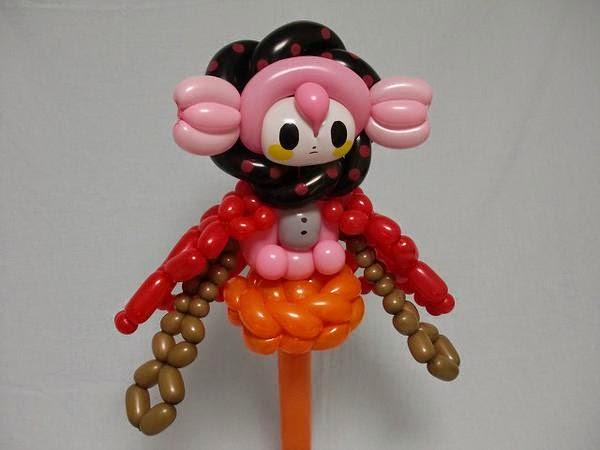 boneka otaku dari balon