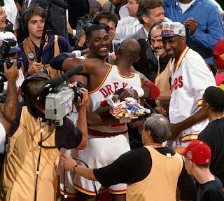Rockets celebrando