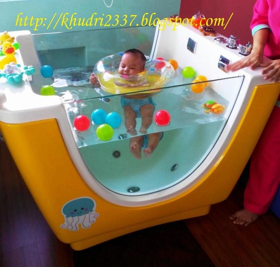 Baby Berenang di Little Spa Kingdom
