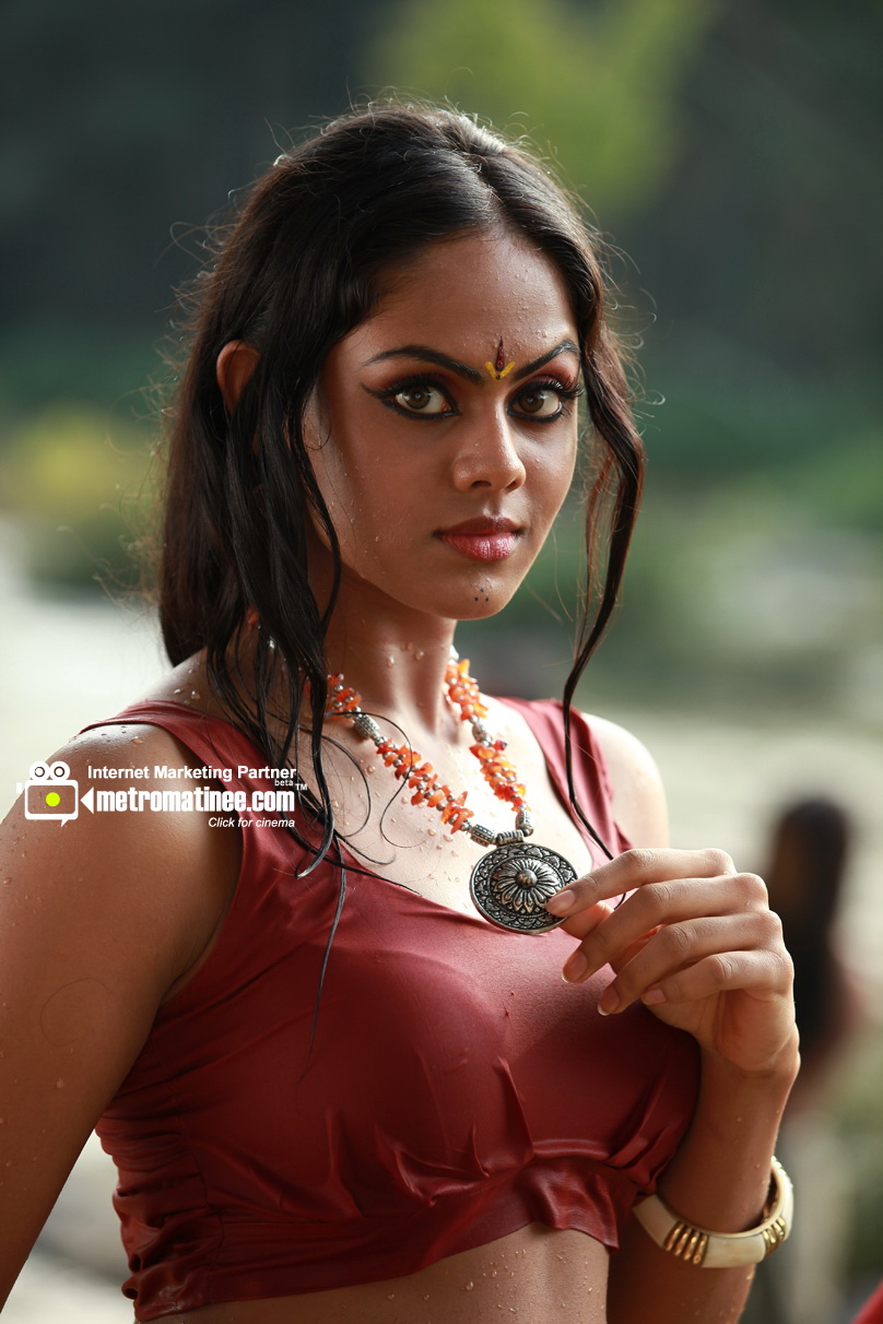 Mallufun.com: Karthika Nair for Malayalam Actress Karthika Navel In Black Cat  166kxo