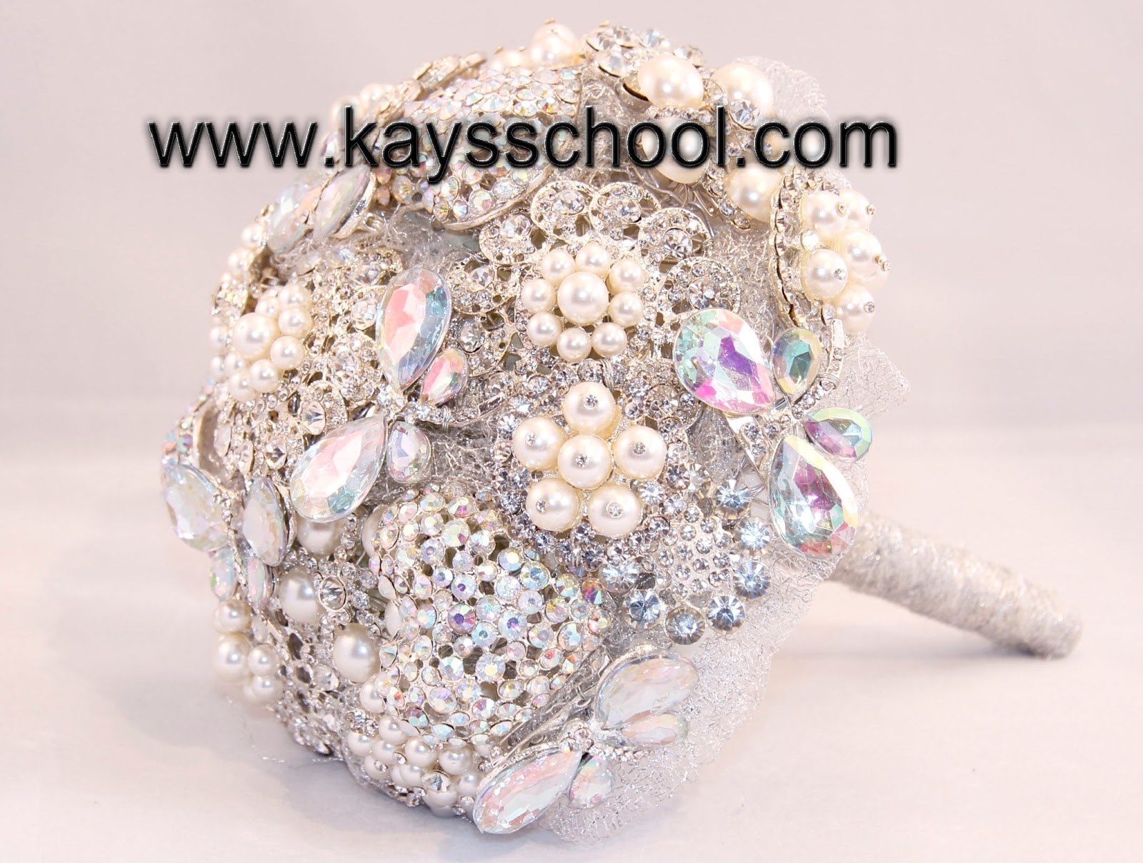kay 39 s flower school brooch bouquet training how you can make your own brooch bouquet. Black Bedroom Furniture Sets. Home Design Ideas