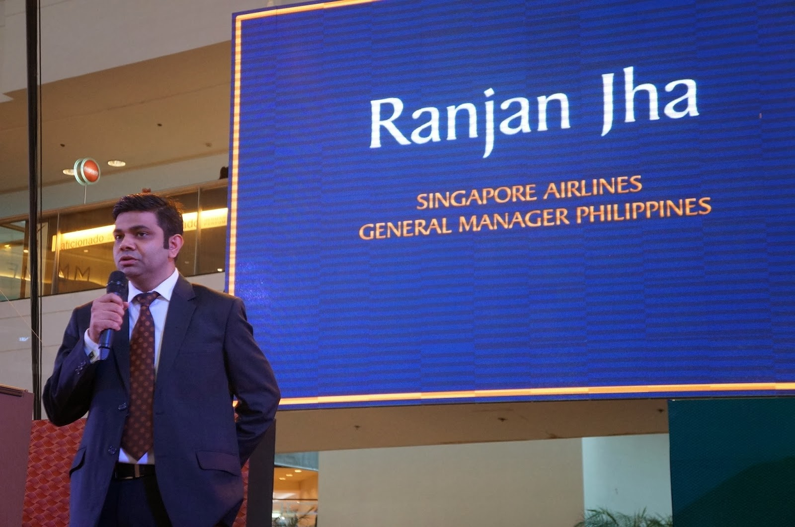 singapore airlines recommendation to management Singapore airlines has its headquarters base at airline house in changi area located in singapore and it operates from its hub at singapore changi airport it is a major carrier in north america, europe and pacific region and has extended its global presence to ninety cities in nearly forty countries including dubai, australia, thailand.