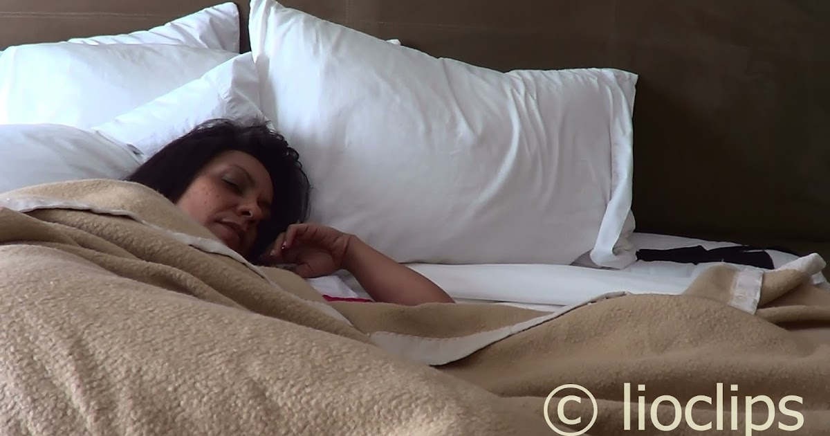 Sleeping Milf Clips 49
