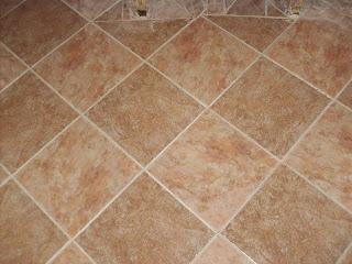 плитка на полу в ванной комнате