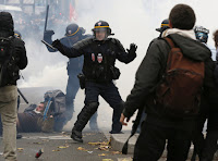 http://www.bfmtv.com/mediaplayer/video/heurts-a-paris-ce-qui-s-est-passe-place-de-la-republique-est-absolument-scandaleux-709000.html