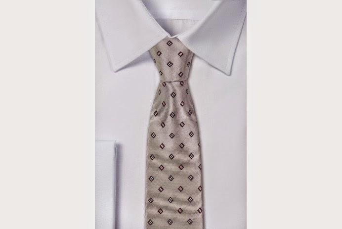 Jasny krawat w geometryczne wzory - pewienpan.pl