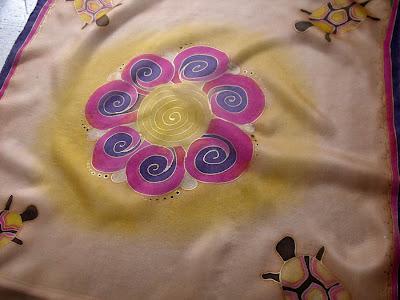 ajándék selyemkendő