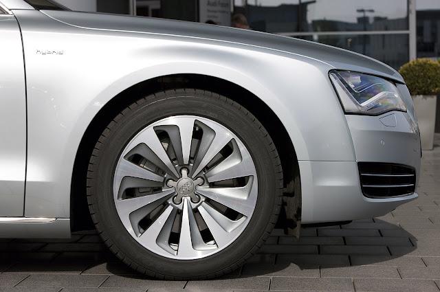 ремонт суппорта, суппорт Audi A8 Hybrid 2012 года
