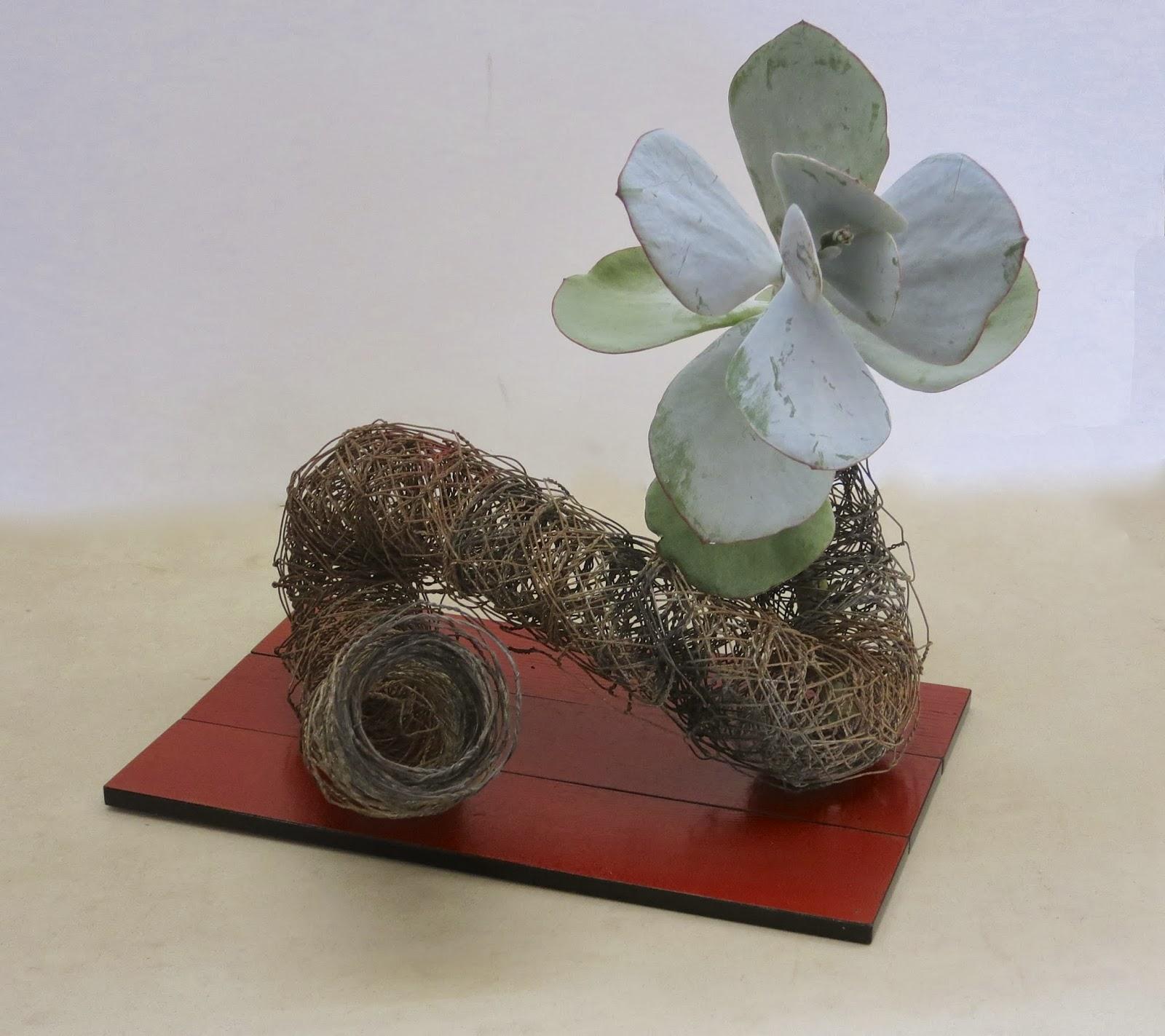 Flower Arrangement Using Driftwood: ROADSIDE IKEBANA: DRIFTWOOD AND DRYING LEAVES