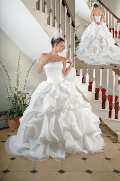 Wedding dresses uk for Wedding dresses made in uk