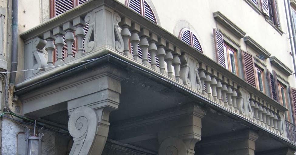 La firenze de 39 fiorentini il balcone a testa in gi - Casa del giunco firenze ...