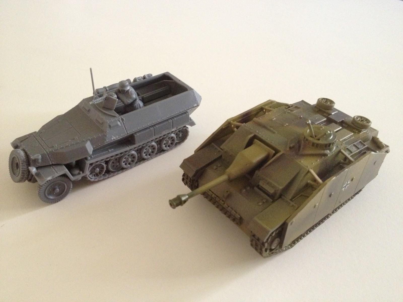 Vue de profil: comparaison Sdkfz 251/1 - Stug III ausf G
