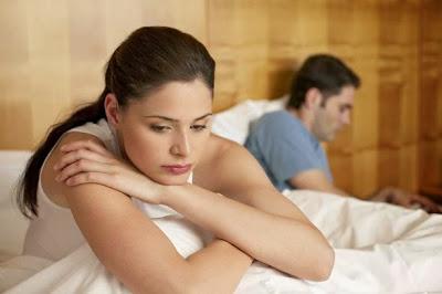 سيدتي .. اليك حل أهم 6 أخطاء شائعة للزوجة أثناء العلاقة الحميمة - امرأة حزينة تعيسة وحيدة مشاكل العلاقات الزوجية