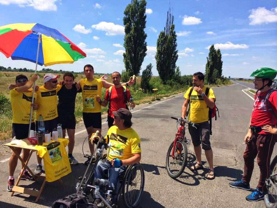 Cum am alergat 61 km alături de Vasile Stoica pe traseul Timişoara - Lugoj. Când visele devin realitate. Punct de revitalizare improvizat de Ovidiu Pîrlac