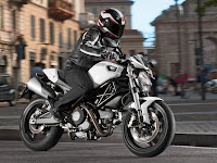 2012 Ducati Monster 696 Gambar Motor 1