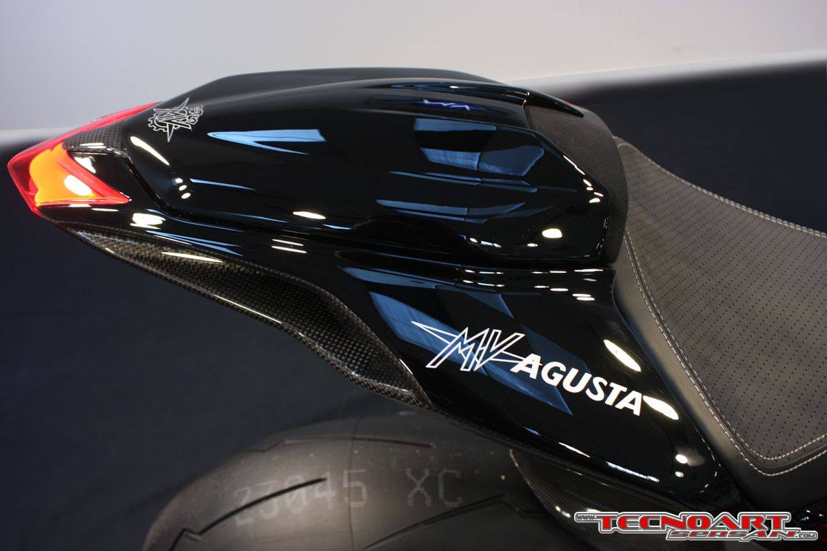 MV agusta F3  - Page 19 One-off-mv-agusta-f3-800-oscura-by-tecnoart-sersan-is-the-perfect-dark-warrior-photo-gallery_3