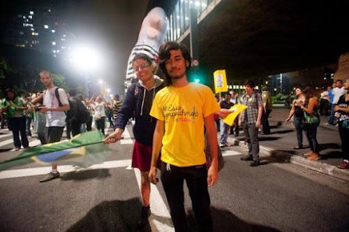 MBL financia grupos para agredir estudantes em escolas ocupadas de Curitiba, diz site