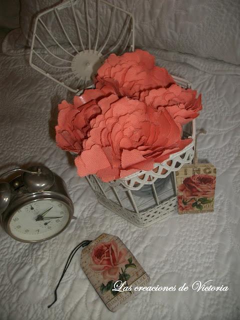 Las creaciones de Victoria.Flores de tela loneta.