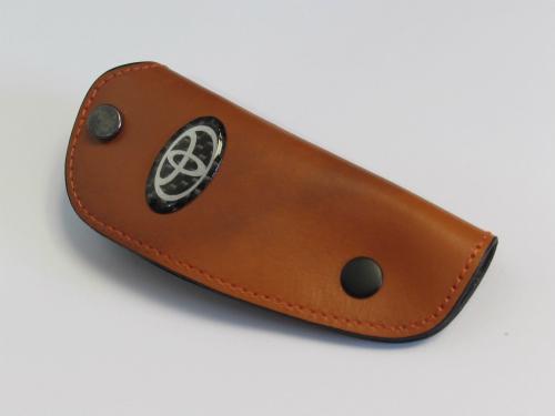 Dompet Kunci Toyota Bahan Kulit Coklat Muda Ukuran 10.5x4.2cm