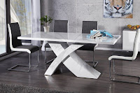 luxusny nabytok, moderne jedalenske stoly v bielej farbe, stôl do kuchyne